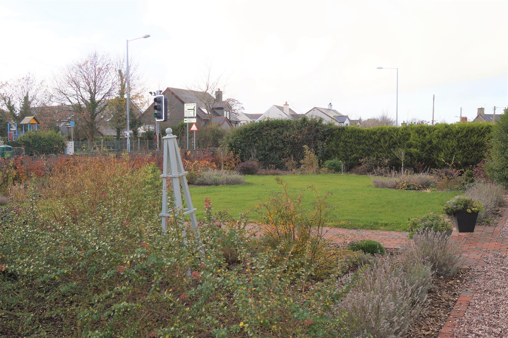Efailnewydd, Pwllheli